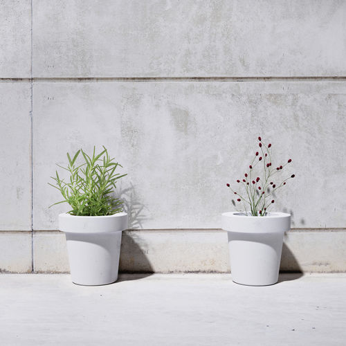 jardinera de hormigón / circular / contemporánea / para espacio público