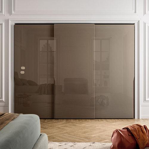 armario moderno / de madera lacada brillante / con puertas corredizas / con puertas batientes
