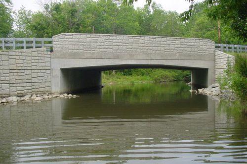 puente en forma de arco / de hormigón prefabricado