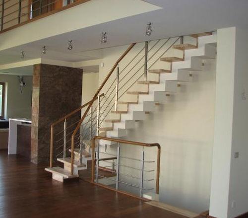 escalera en L / estructura de metal / sin contrahuellas / contemporánea