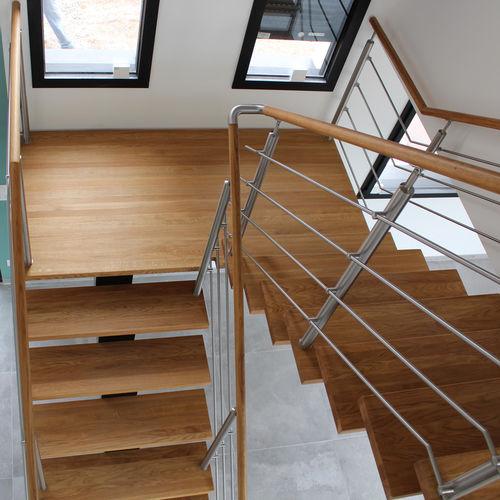 escalera en U / estructura de acero inoxidable / con peldaños de madera / sin contrahuellas