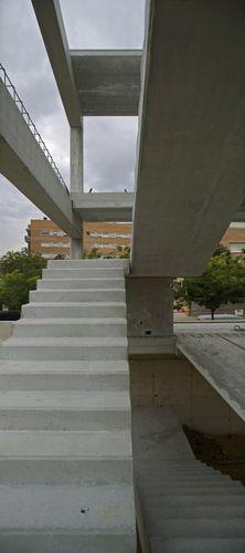 escalera recta / en L / estructura de hormigón / con peldaños de hormigón