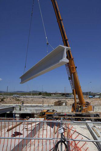 viga prefabricada / de hormigón pretensado / en T / para la construcción de puentes