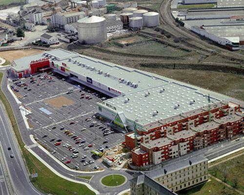 edificio prefabricado / de hormigón / para el sector servicios / contemporáneo