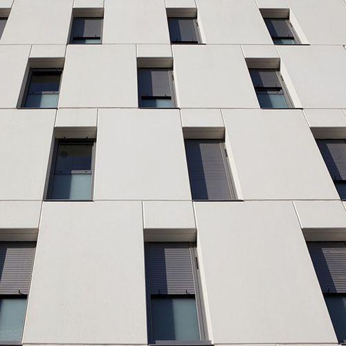 revestimiento de fachada de paneles / de hormigón / de gran formato