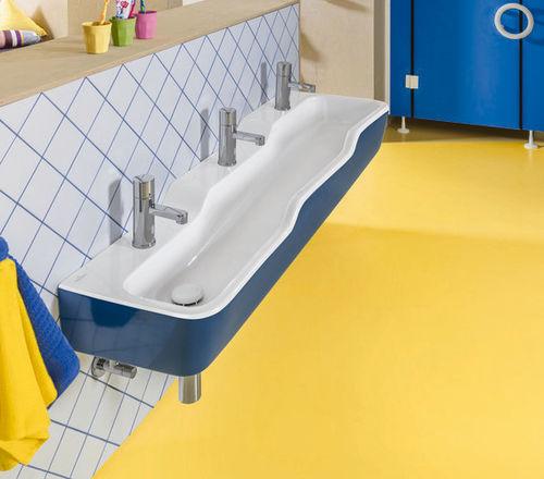 lavabo múltiple / suspendido / de cerámica / contemporáneo