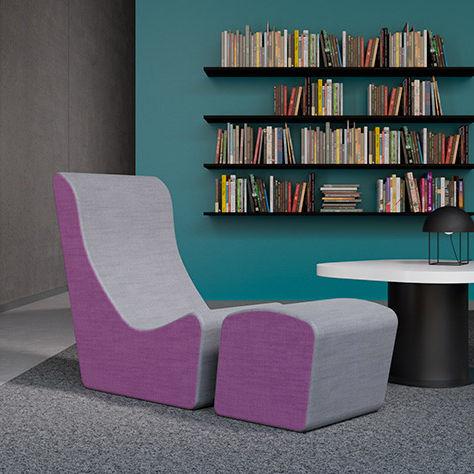 sillón bajo contemporáneo / de tejido / con reposapiés / rosa