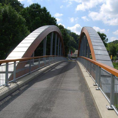 puente en forma de arco