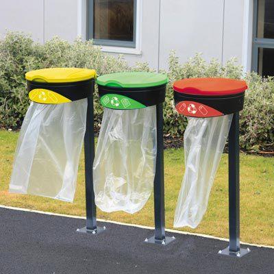 soporte de bolsa de basura público / con pies / de metal / para el sector servicios