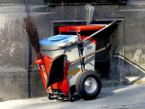 carrito para desechos / para el sector servicios / de acero / de plástico