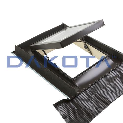 ventana de tejado de proyección / de pivote / de aluminio / con vidrio doble