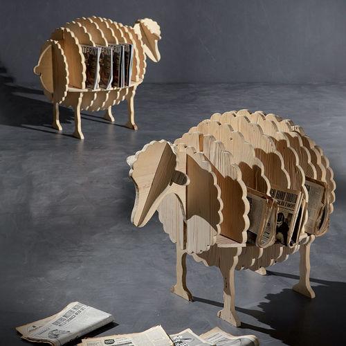 revistero de diseño original / para uso residencial / de madera