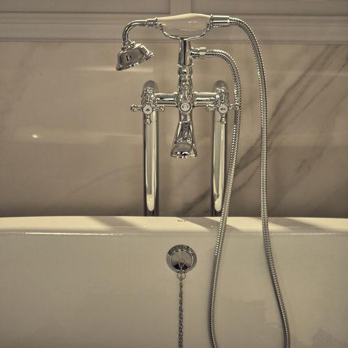 grifo mezclador para bañera / de libre instalación / para suelo / de metal cromado