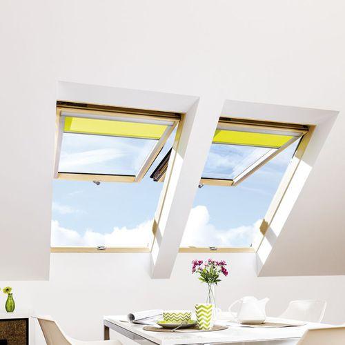 ventana de tejado de proyección / de pivote / de madera / con vidrio doble