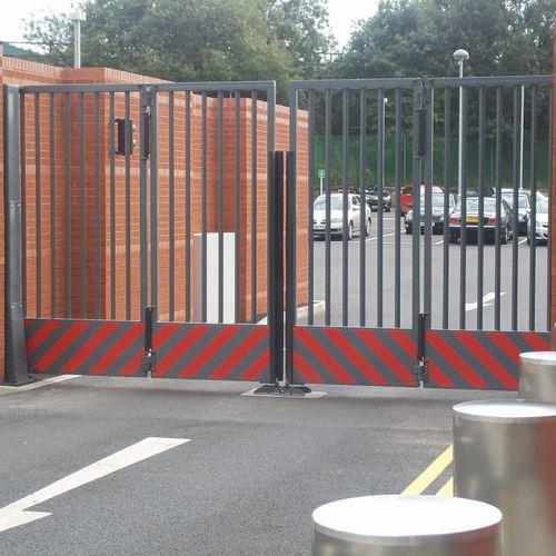 portón plegable / de acero galvanizado / con barrotes / para aparcamiento