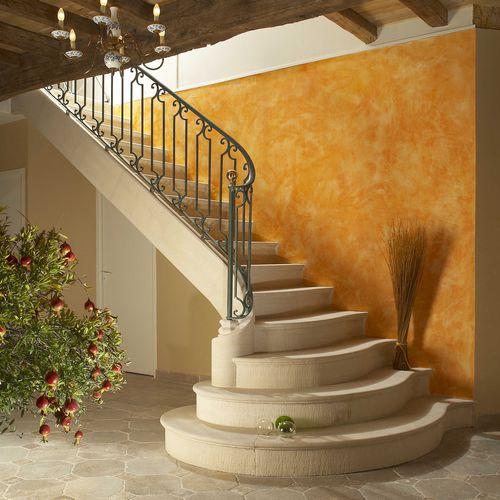 escalera en L / con peldaños de piedra / con contrahuellas / tradicional