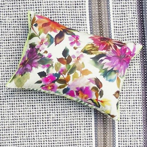 cojín de exterior / rectangular / con motivos florales / de tejido
