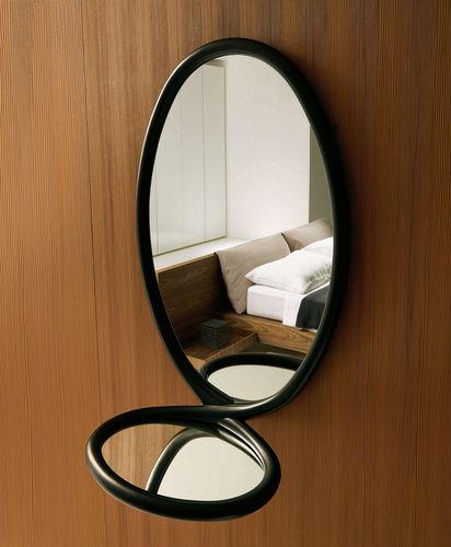 espejo de pared / contemporáneo / ovalado / de madera maciza