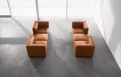 sofá modular / contemporáneo / de cuero / 7 plazas o más