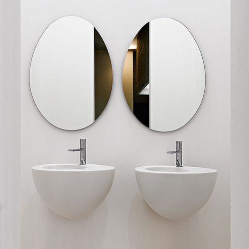 lavabo suspendido / ovalado / de cerámica / de diseño original