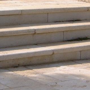 escalón de piedra reconstituida