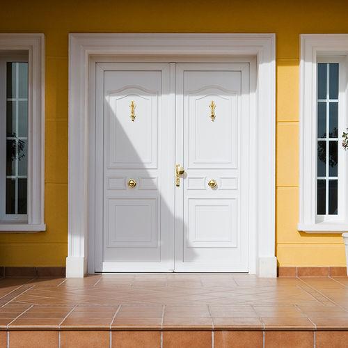 puerta de entrada / abatible / de PVC / de seguridad