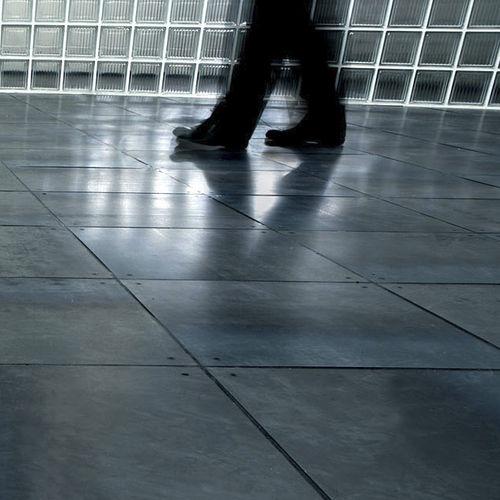 suelo técnico de metal / de cemento / de alta resistencia / radiante