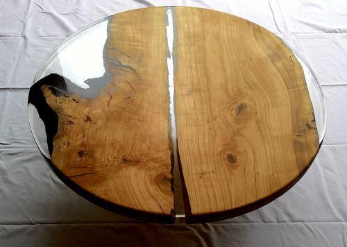 mesa de centro moderna / de cerezo / de resina / con base de madera