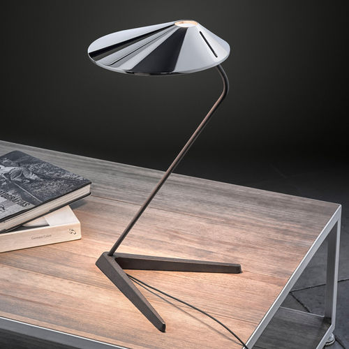 lámpara de mesa / contemporánea / de aluminio / de hierro fundido