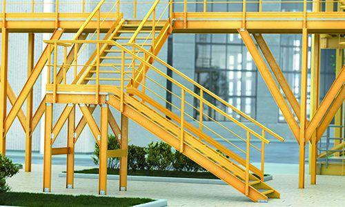 escalera en U / peldaños de material compuesto / sin contrahuellas / de estilo industrial