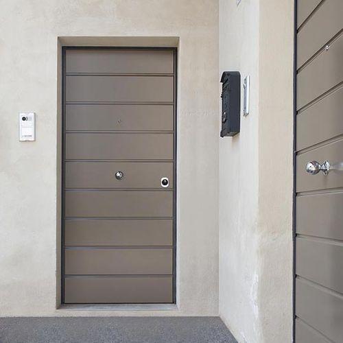 puerta de entrada / abatible / de MDF / de acero