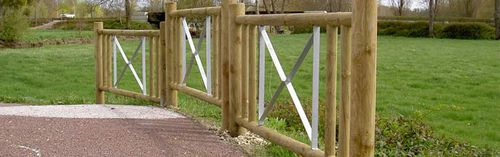 barrera de protección / fija / de acero / para espacio público