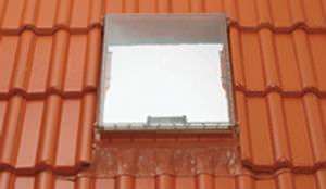 ventana de tejado de proyección / de aluminio / con vidrio doble / de corte térmico