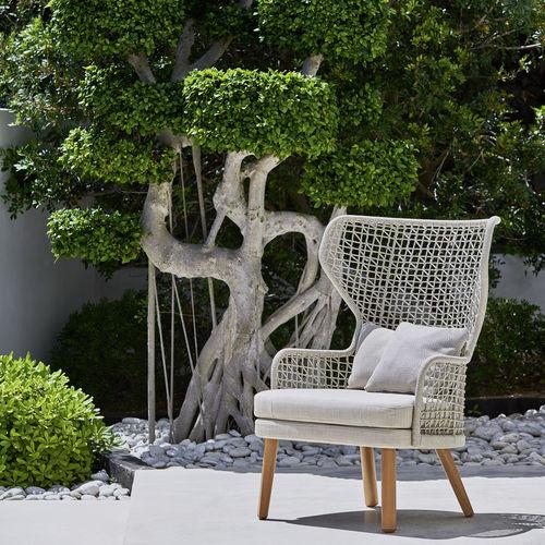 sillón contemporáneo / de tejido / de iroko / de aluminio