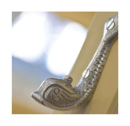 percha contemporánea / de latón / de aluminio / de bronce