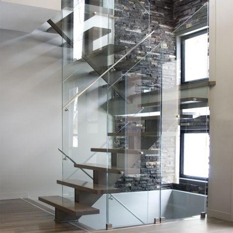 escalera recta / en U / estructura de acero / con peldaños de madera