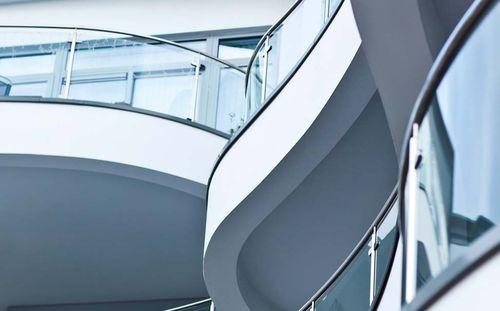barandilla de acero inoxidable / con paneles de vidrio / de exterior / para balcón