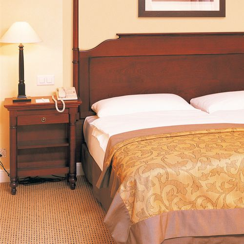 mesilla de noche clásica / de caoba / rectangular / para hotel