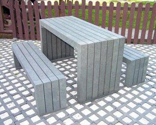 conjunto de mesa y banco moderno / de plástico reciclado / de exterior / para espacio público
