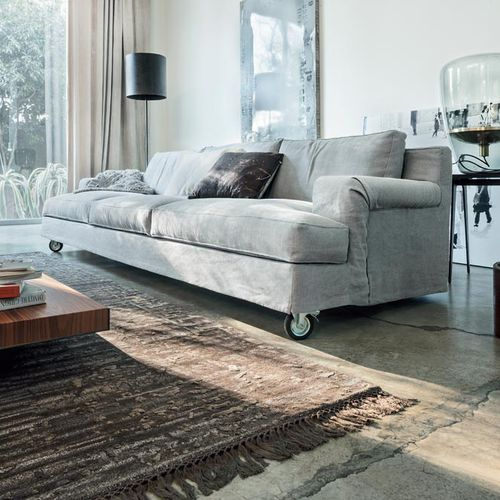 sofá contemporáneo / de tejido / 3 plazas / con ruedas