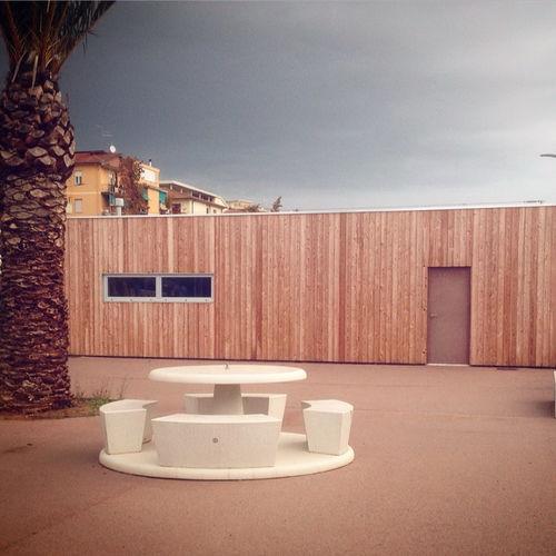 mesa de pícnic contemporánea / de hormigón / de piedra reconstituida / redonda
