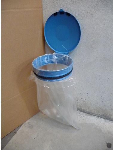 soporte de bolsa de basura público / de pared / de metal / para el sector servicios
