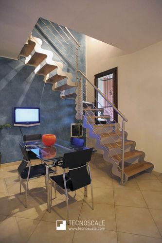 escalera en L / estructura de metal / con peldaños de madera / sin contrahuellas