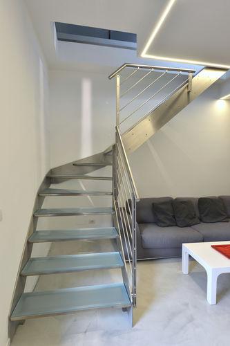 escalera en U / estructura de metal / con peldaños de vidrio / sin contrahuellas