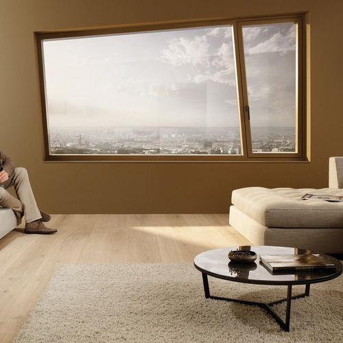 ventana abatible / de madera / de aluminio / con vidrio triple