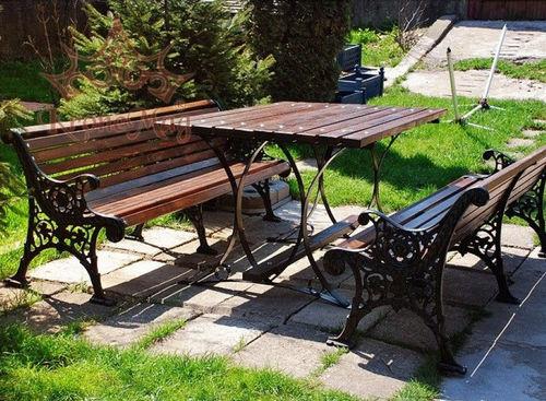 conjunto de mesa y banco clásico