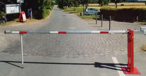 barrera de control de acceso / levadiza / de acero / de aluminio