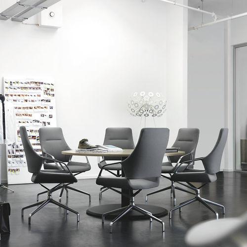 silla de oficina moderna / con ruedas / con reposabrazos / con patas en forma de estrella