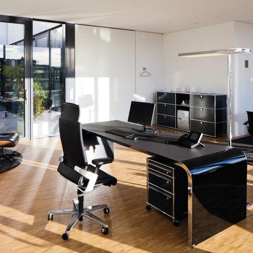 sillón de director moderno / de cuero / de tejido / con ruedas