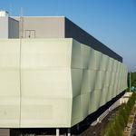 revestimiento de fachada de material compuesto / perforado / de rejilla / de membrana textil